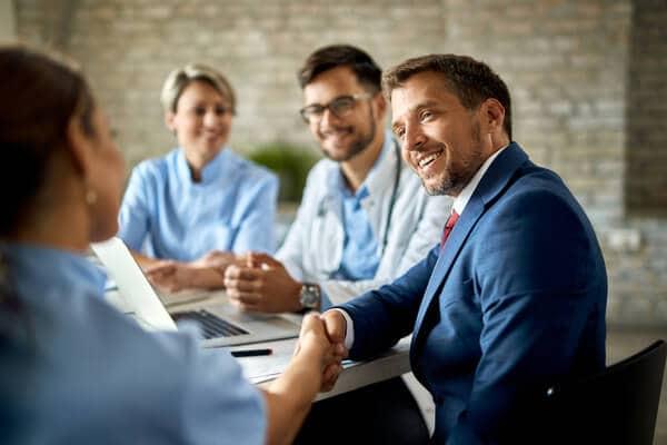 Låt företagshälsovård i Stockholm testa för covid-19